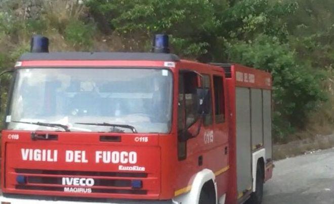 A fuoco una baracca alla periferia di Ventimiglia