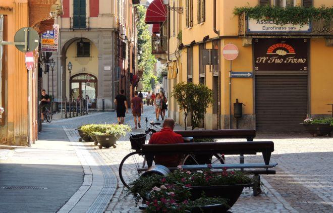 Dalla prossima settimana parte la raccolta dell'umido nel Centro storico di Tortona, sabato un gazebo illustra come
