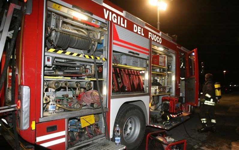 Scoppia un incendio di sterpaglie vicino a Diano Castello, intervengono i Vigili del Fuoco