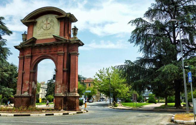 """Domenica si presenta il libro """"Alessandria in cartolina"""" di Tony Frisina"""