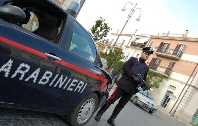 Controlli a tappeto dei carabinieri di Sanremo che in una sola giornata sequestrano 35 fucili, 3 pistole e 1.300 proiettili