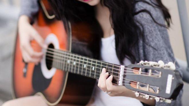 Domenica concerto gratuito di chitarra al Circolo di Lettura di Tortona