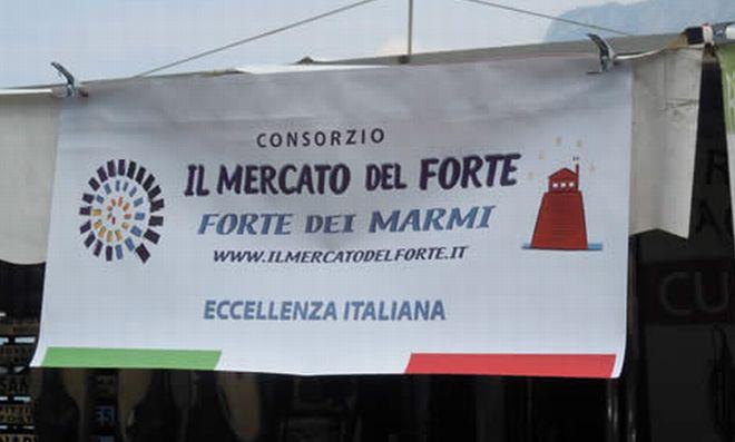 """A Tortona per la prima volta """"Gli Ambulanti di Forte dei Marmi""""."""