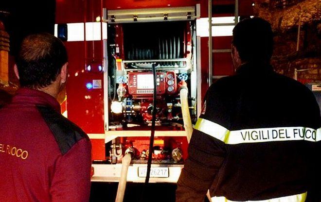 Auto a fuoco alla periferia di Diano Marina, intervengono i pompieri