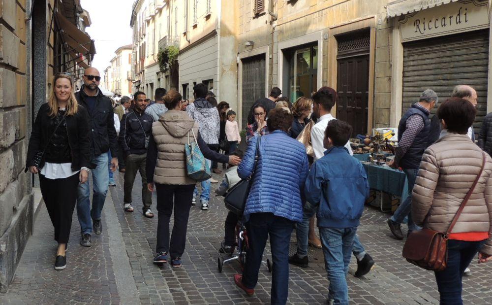 Una marea di gente, domenica a Tortona per Cantarà e Catanaj./Le immagini