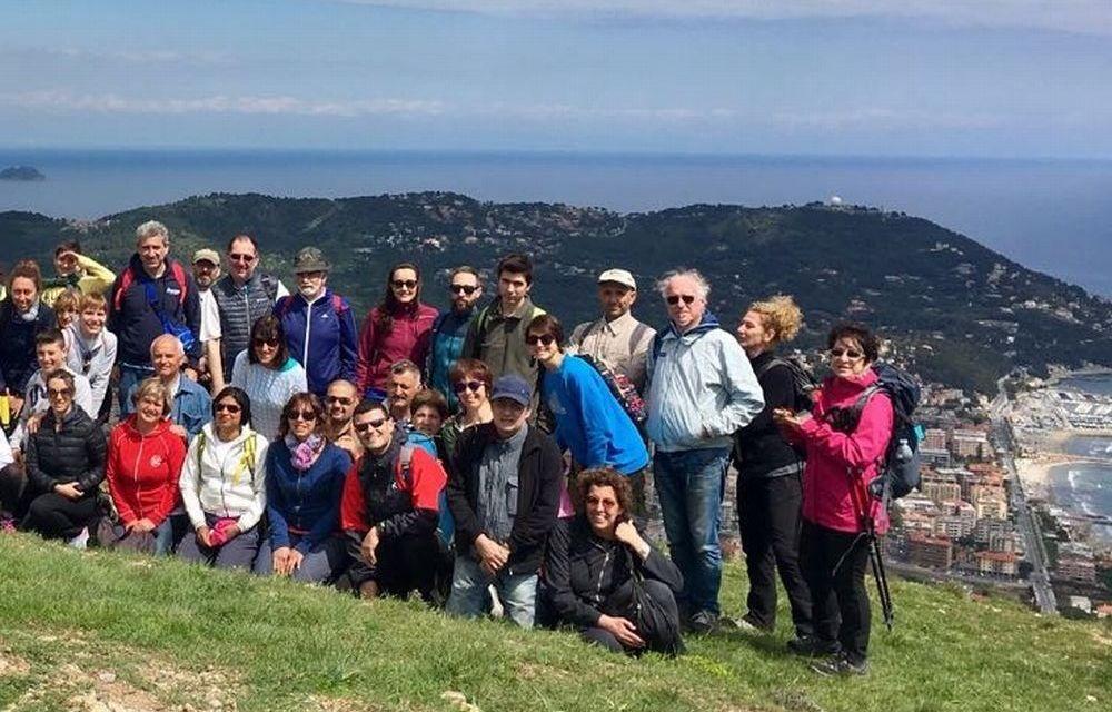 Le immagini dei 62 escursionisti che a San Bartolomeo hanno camminato sui sentieri del Golfo