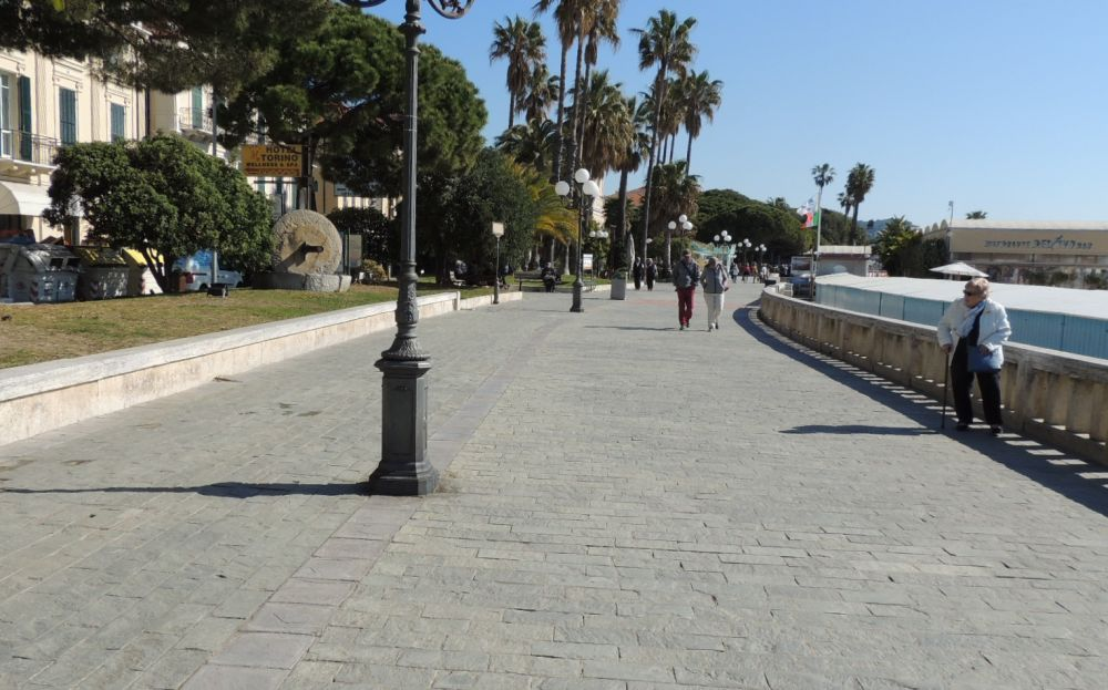 Il Comune di Diano Marina ha mantenuto le promesse: la passeggiata a mare è stata aggiustata ed è in ordine