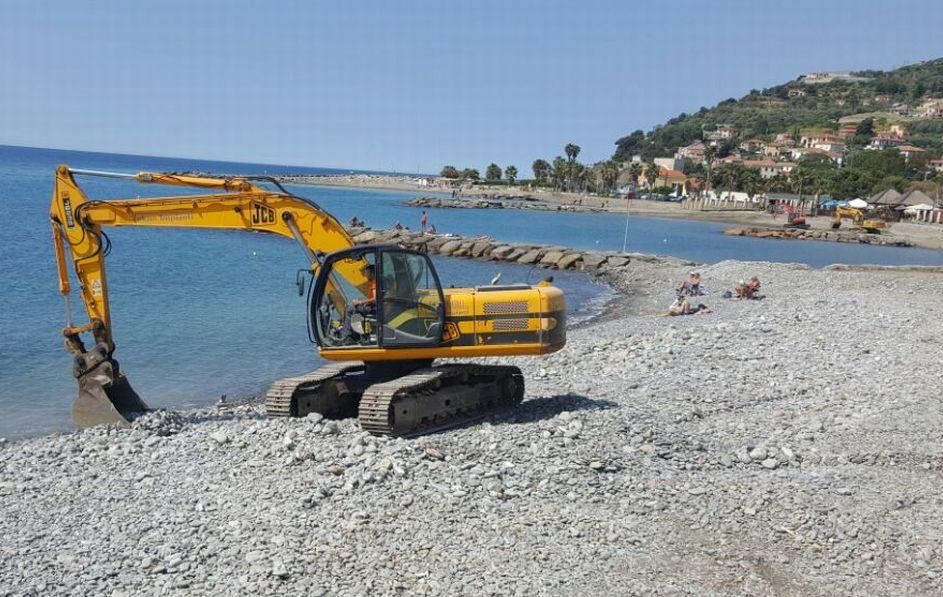 Il Comune di Imperia sta ultimando la pulizia delle spiagge libere. Ok fra pochi giorni