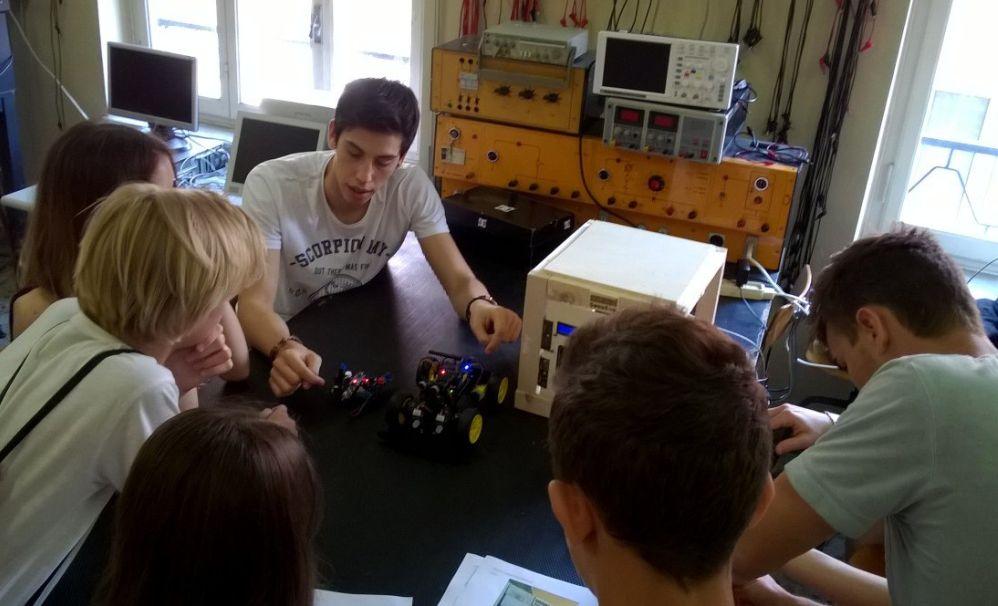 I giovani dell'Itis di Imperia hanno presentato i loro innovativi progetti elettronici./Le immagini