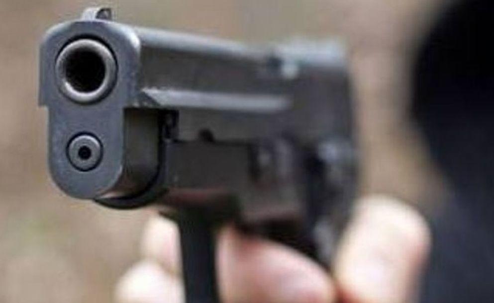 Acqui Terme, armato di pistola spara dei colpi in giardino per provare se funziona, denunciato