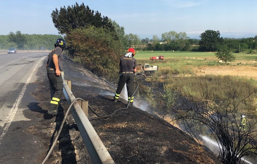 Brucia la campagna a Tortona e Novi Ligure: decine gli interventi e a Viguzzolo torna lo spauracchio del piromane