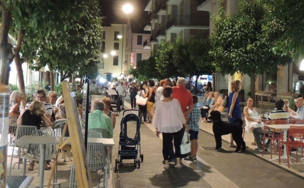Mai vista tanta gente così a Diano Marina a fine agosto, è boom di turisti e abitanti di seconde case