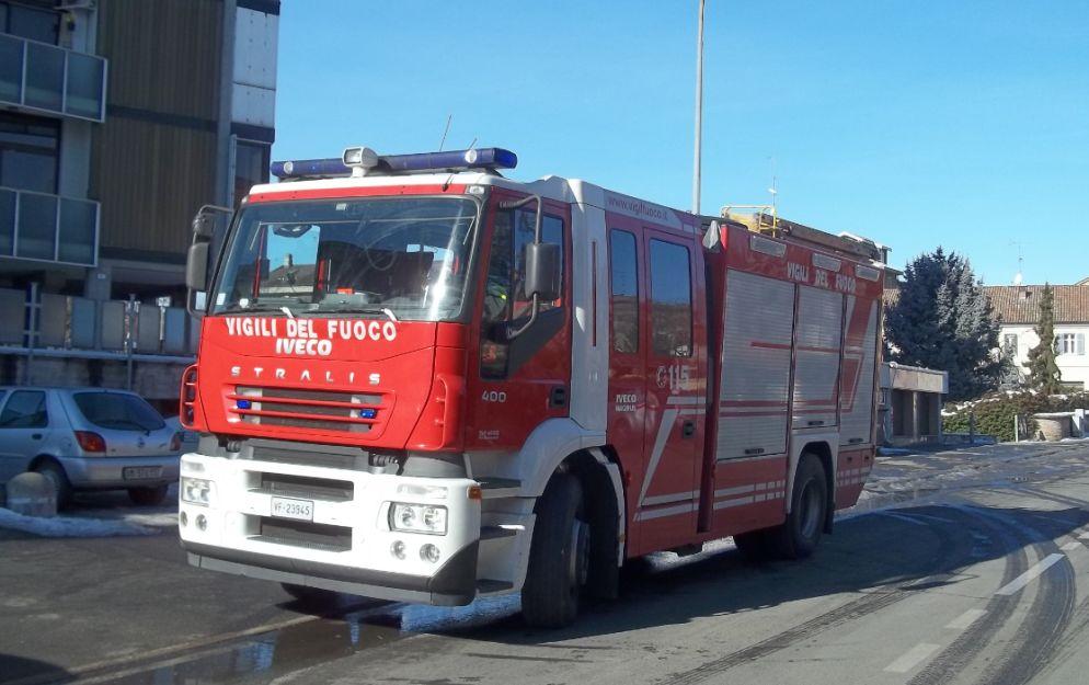 Auto a fuoco a Tortona, incendio a Sarezzano e altri interventi dei pompieri per il vento