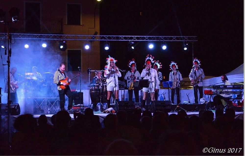 Sabato i Belli Fulminati nel Bosco di Diano Marina saranno in concerto ad Albenga