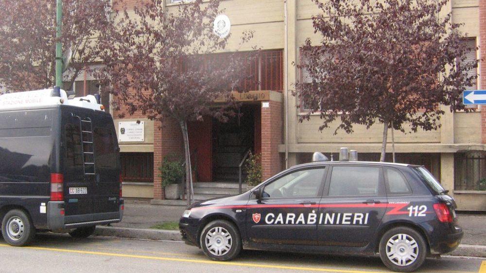 Marito e moglie litigano, i vicini chiamano i Carabinieri ma la coppia rifiuta di dare le generalità, denunciati