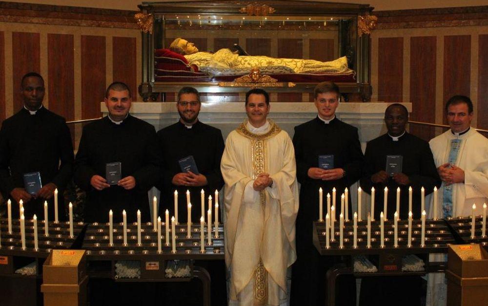 Al Santuario della madonna della Guardia di Tortona prime Professioni religiose di cinque novizi