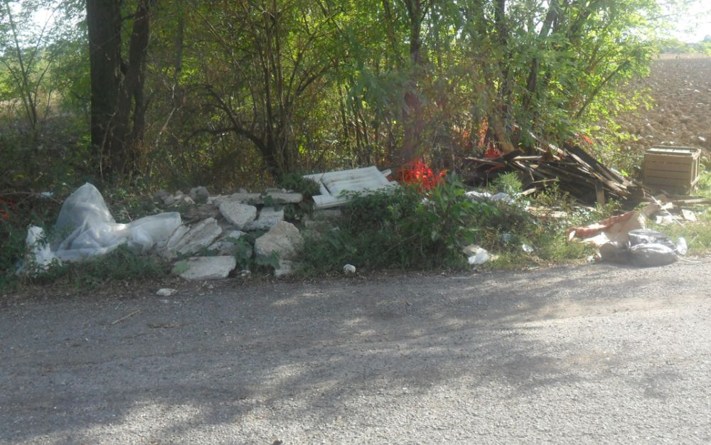 Troppi rifiuti abbandonati, il Comune di Tortona intensifica la sorveglianza