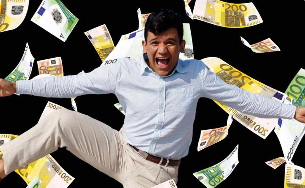Giovane 18enne di Tortona vince 3 mila euro al mese per 20 anni. Ha ritirato il premio ieri a Milano e spiega cosa farà dei soldi e come ha vinto