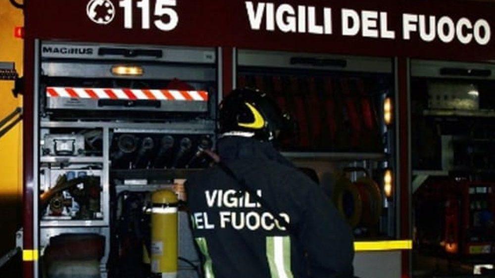 Grave incendio in un hangar all'aviosuperficie di Francavilla Bisio, ingenti i danni