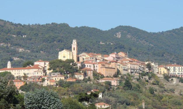 """Giovedì a Diano Castello abitanti e turisti possono fare segnalazioni al  """"Punto di ascolto"""" per migliorare le cse"""