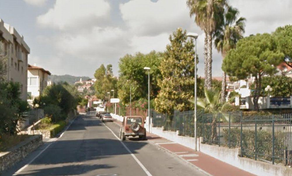 Il Comune di Diano Castello rifà i marciapiedi in via Diano San Pietro, nella strada del Bowlig. Al via l'asta per 49 mila euro