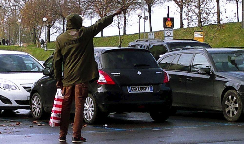 Grazie al decreto sicurezza accattoni e parcheggiatori abusivi sono penalmente perseguibili, era ora!