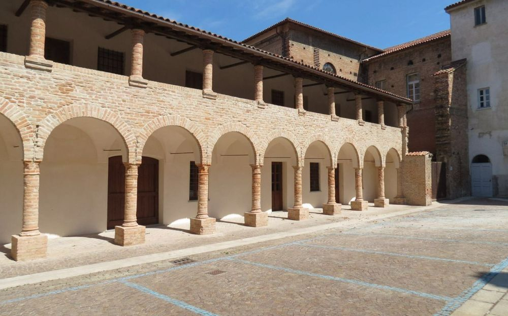 A Tortona torna il teatro ma stavolta all'aperto nel cortile dell'Annunziata con due spettacoli