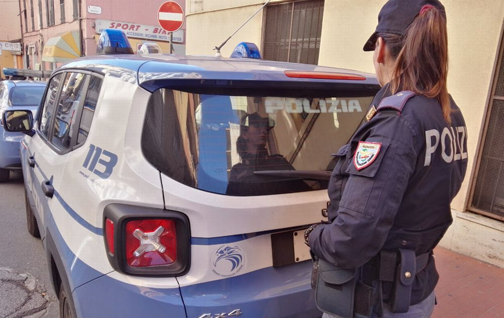 Ad Alessandria 4 negozi rimangono aperti violando il decreto-Conte, la Polizia lu multa: 400 euro a testa