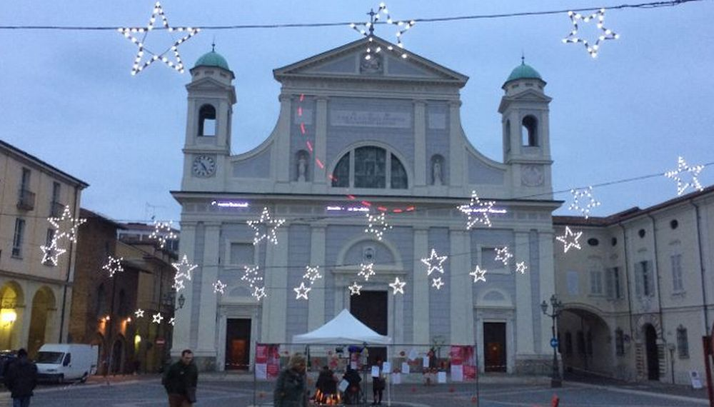 Tortona ha acceso le luminarie di Natale offerte da Simecom l'azienda fornitrice di gas ed energia