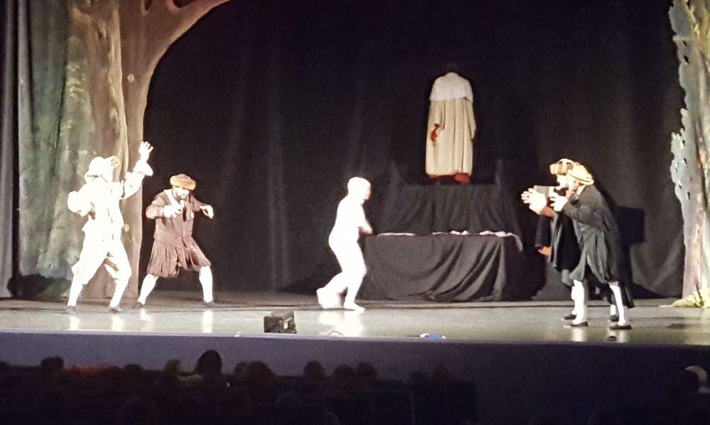 """Gli studenti del """"Marconi"""" di Tortona si sono infilati nella tempesta di William Shakespeare"""