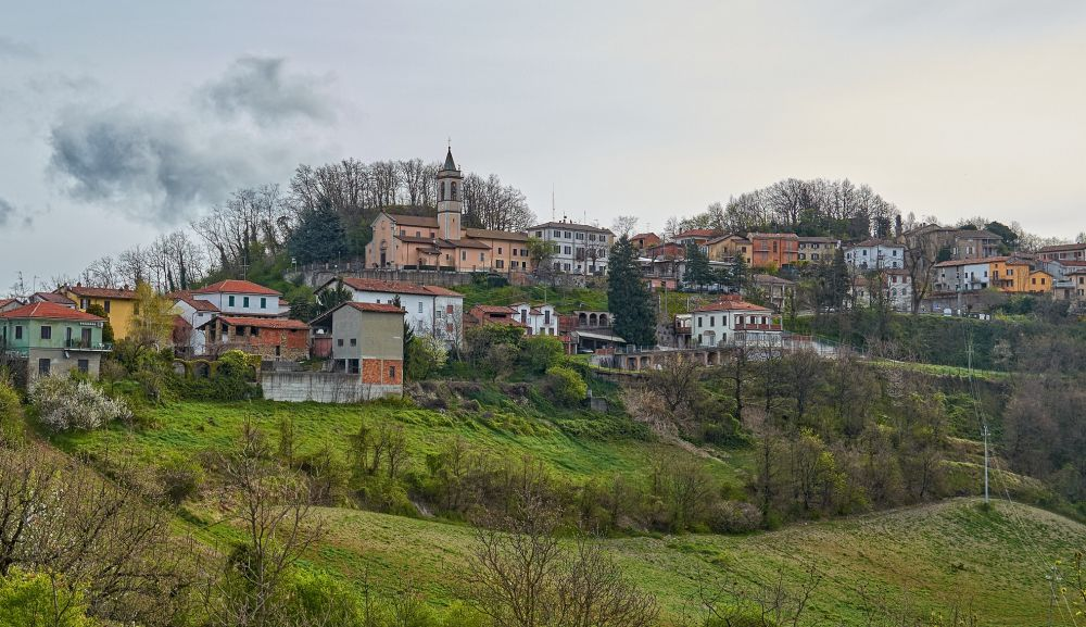 Il Tortonese arguto ha bisogno di un paio di occhiali: il pulmino di Montemarzino non è stato donato dalla Fondazione di Torino, magari!