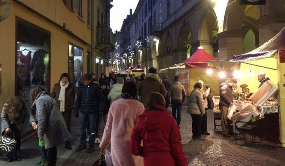 Assaggia Tortona e gente in centro per le iniziative del Comune. Le immagini