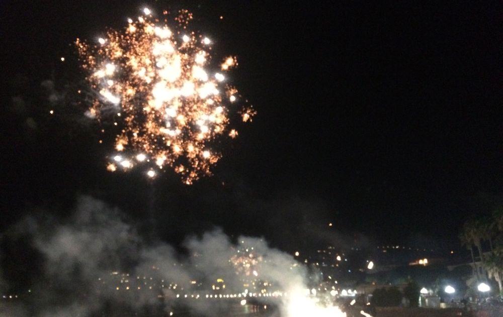 Capodanno con fuochi artificiali a Diano Marina, ma li pagano i privati: dal Comune solo karaoke. Le immagini