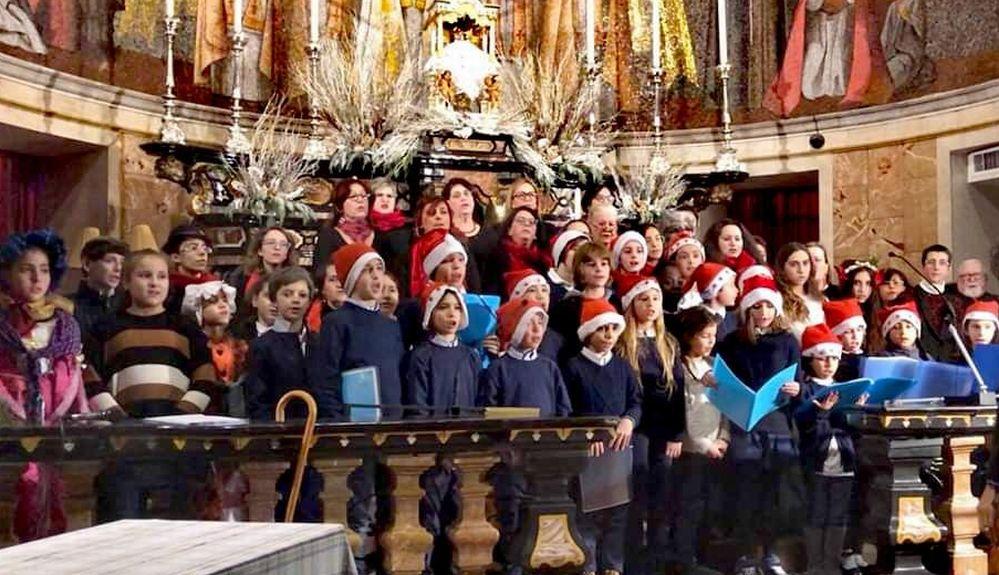 Lo spettacolo natalizio nella chiesa di San Matteo a Tortona ha registrato il tutto esaurito. Le immagini