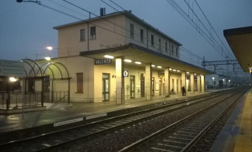 Domenica treni cancellati a Valenza per la rimozione di una bomba
