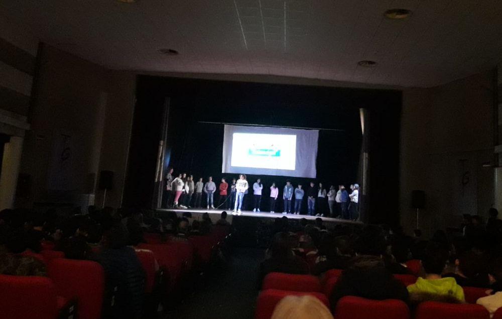 """I giovani del Liceo """"Peano"""" di Tortona studiano anche il bullismo e cyberbullismo a teatro"""