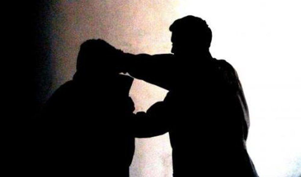 Due dianesi aggrediscono una guardia giurata e tentano di sfilargli la pistola