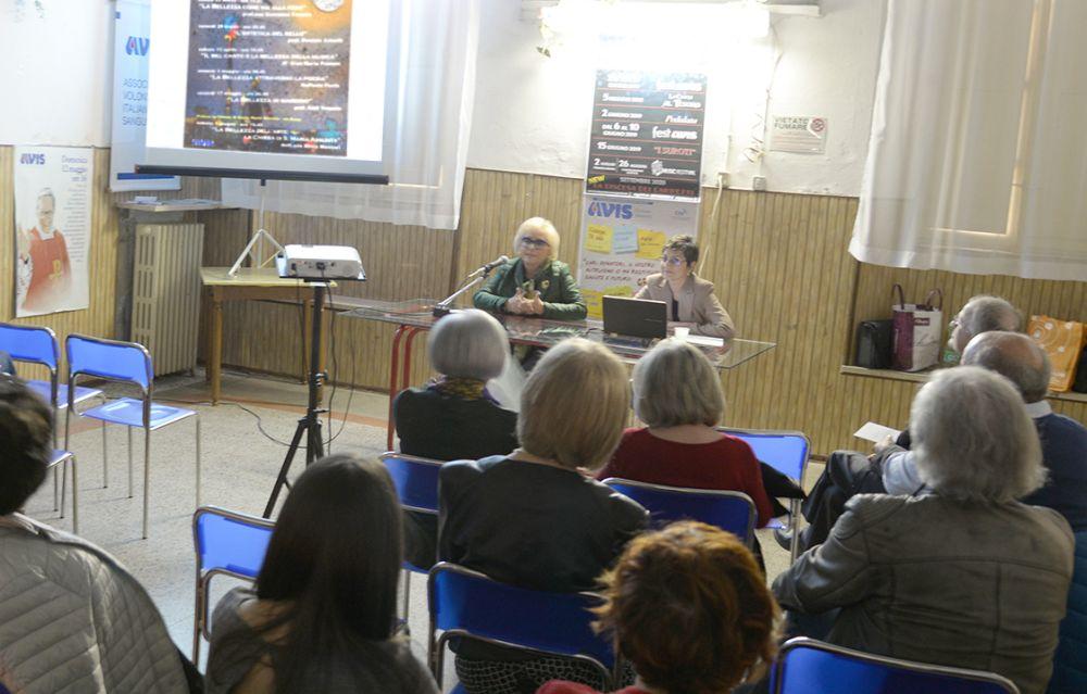 Giovanna Franzin ammaglia il pubblico di Pontecurone col primo convegno sulla bellezza