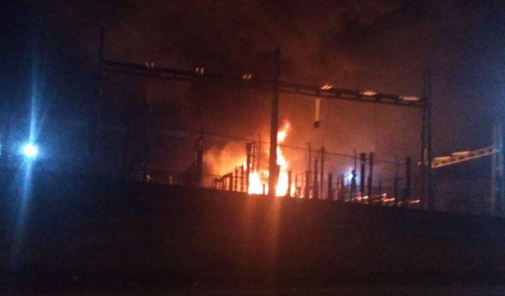 Incendio all'Ilva di Novi Ligure, bruciano questi trasformatori. Black out nella zona