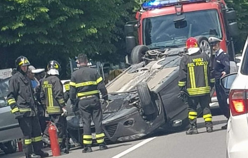 A Tortona un incidente in corso Romita, davanti alle scuole, paralizza il traffico per oltre un'ora