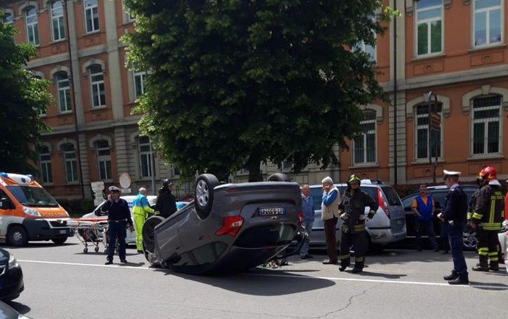 Preoccupazione a Tortona per questo incidente davanti alle scuole: e se c'era un bambino?