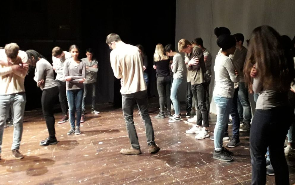 I giovani del liceo Peano di Tortona diventano attori e invitano tutti agli spettacoli