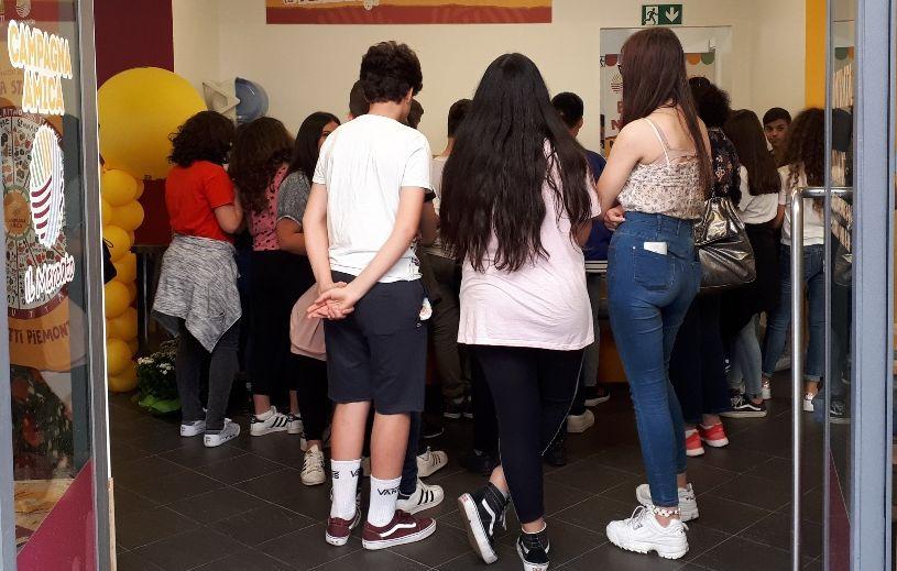 """Al Mercato Coperto di via Guasco di Alessandria con allievi e docenti della media """"A.Manzoni"""""""