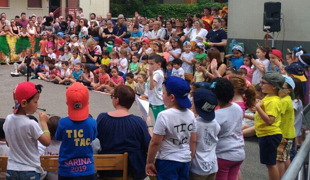 I bambini della scuola Sarina di Tortona hanno salutato la fine dell'anno scolastico con una recita