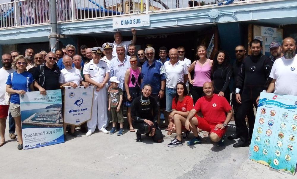 Pulito il mare di Diano Marina: diversi rifiuti nei fondali