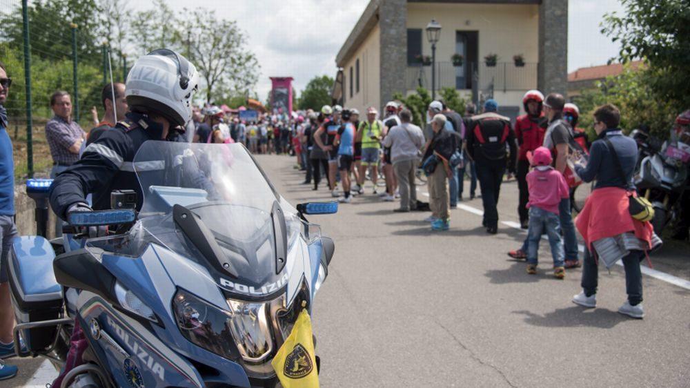 """La polizia stradale di Alessandria scorta le  atlete del  30° """"giro rosa iccrea"""""""