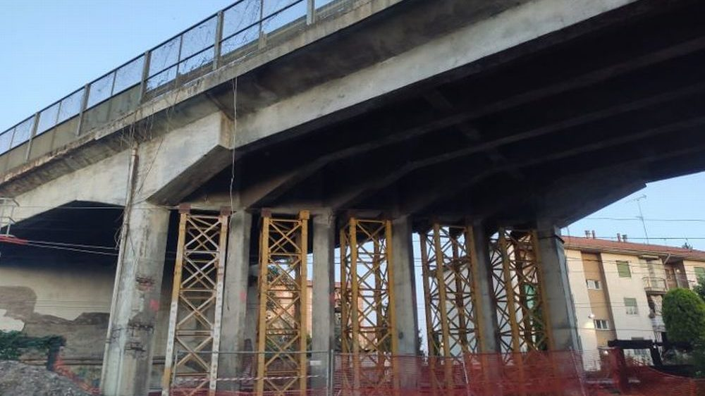 Rinforzato il cavalcaferrovia di Tortona in attesa dei lavori di competenza delle Ferrovie