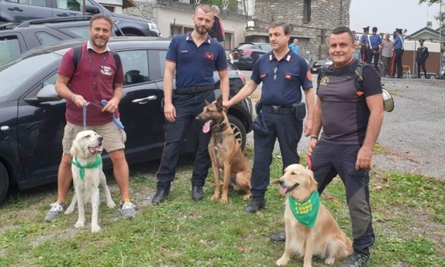 """Presidente Piana al 14° raduno """"4 Zampe day"""" di Mendatica abbraccia Zoe, eroe VVF del Ponte Morandi: il cane è l'esempio dell'amore disinteressato e totale per l'uomo"""