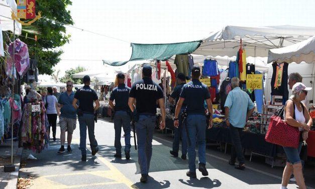 Maxi sequestro di merci con marchio falso al mercato di Ventimiglia. Oltre 100 gli oggetti sequestrati