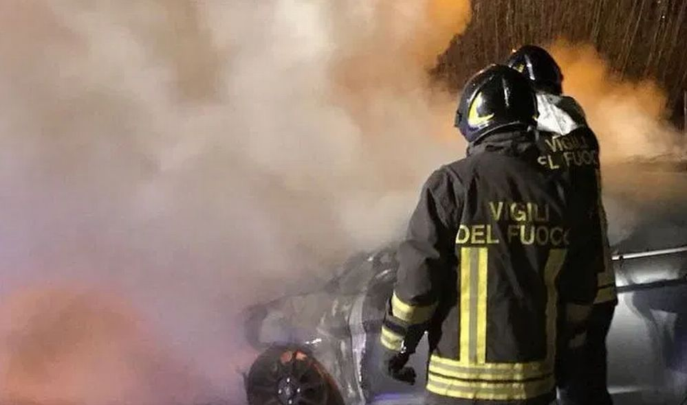 Incendio in una cascina a Sale, scatta l'allarme e intervengono i pompieri, ma…